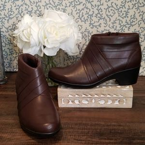 NEW CLARKS BROWN LEATHER HEELED BOOTIES